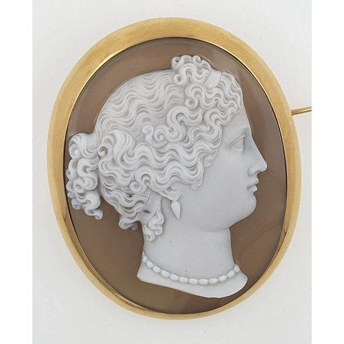 Fine 18 Carat Yellow Gold Mounted French Hard Stone Agate Cameo Brooch Depicting Lady in Side Profile with Necklace Finely Detailed and Carved