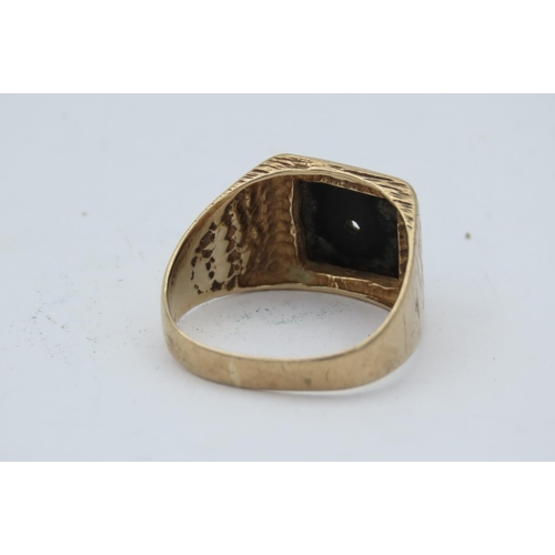 179 - Vintage 9 Carat Yellow Gold Gentleman's Ring with Jet Stone Centre Panel Ring Size Q as Found...
