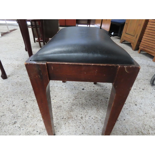 19 - Upholstered Piano Stool Tapering Supports