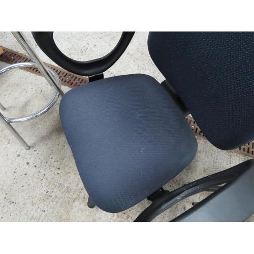 44 - Modern Upholstered Office Armchair Swivel Base