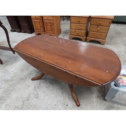 55 - Ercol Drop Leaf Coffee or Occasional Table Oval Form Resting on Quatrefoil Base Approximately 3ft 4 ...