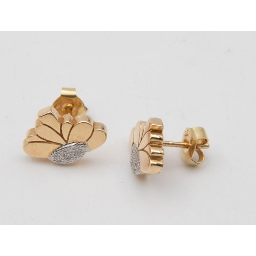 31 - Pair of 18 Carat Gold Diamond Set Daisy Stud Earrings Floral Form Motifs Grain Set with Brilliant Cu...
