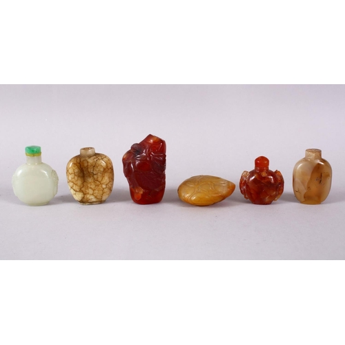 14 - A MIXED LOT OF SIX 19TH / 20TH CENTURY CHINESE JADE / AGATE / HARDSTONE SNUFF BOTTLES, 7cm down to 4...