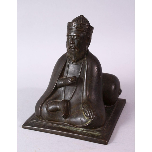 56 - AN 18TH/19TH CENTURY BRONZE SEATED FIGURE OF A SCHOLAR, on a square base, 17cm high.