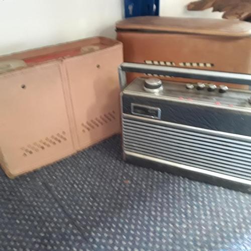 1023 - Three various vintage radios....