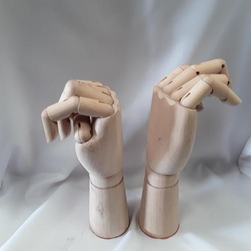 1031 - Two wooden model artist hands. (Ref189)...