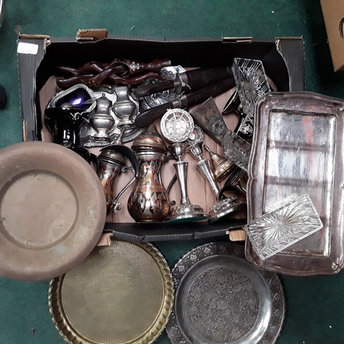 1022 - A box of metal ware to include brass and silver plate....