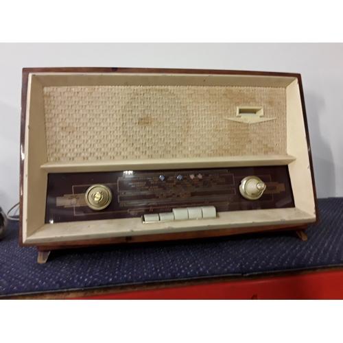 1049 - A vintage radio ....