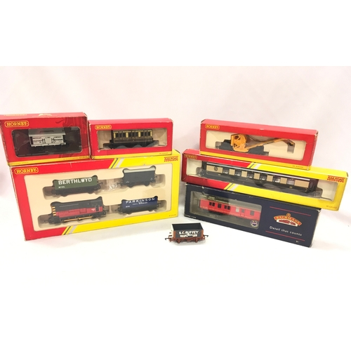 57 - HORNBY Railroad Train Pack R2669 comprising an 0-6-0 DS and 3 x Goods Wagons, R4312 Pullman Parlour ...