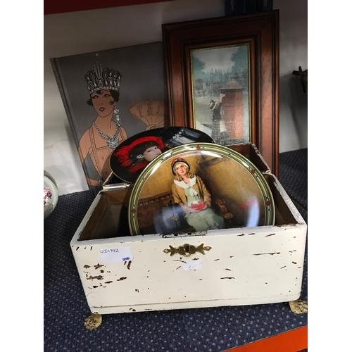 "1016 - A Casket with Norman Rockwell ""A Young Girl's Dreams"" and Musetta opera collectors plates, jewellery..."