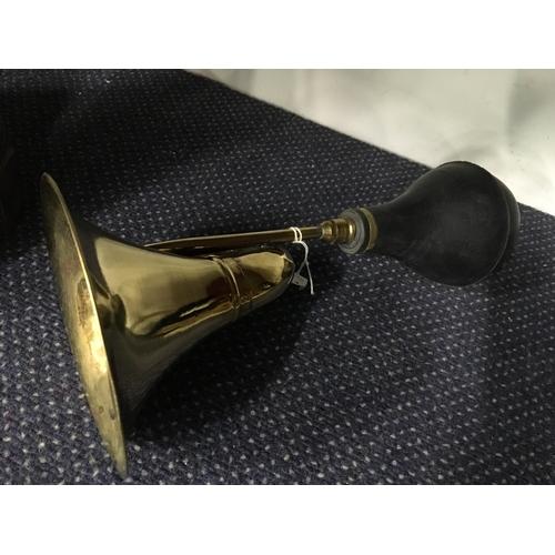 1024 - A brass taxi horn (86)....