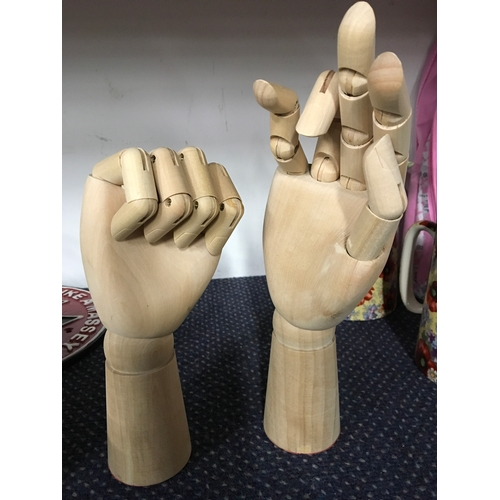 1045 - Two articulated wooden Artists hands (202)....