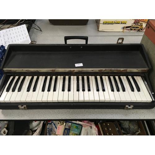1129 - A vintage keyboard....