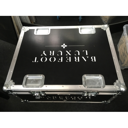 1409 - A travel case with twelve smart uplights. Includes cable so lights can be charged whilst in storage....