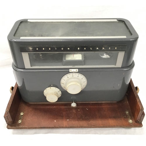 49 - A drum recorder, scales and oxygen meter....