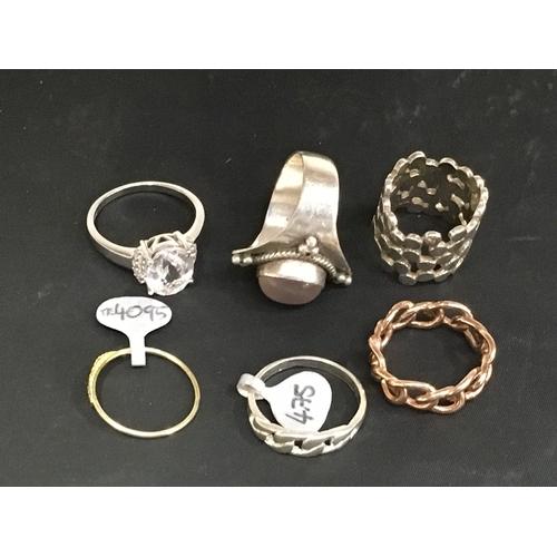 990 - Six silver rings....