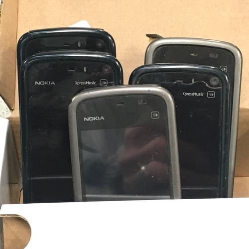 982 - Five Nokia mobile phones....