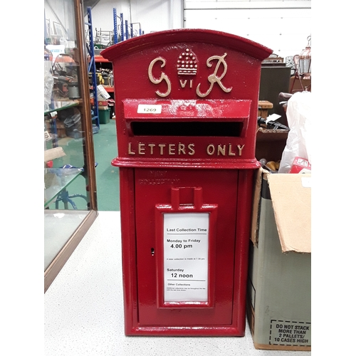 979 - A red GR postbox (38)....