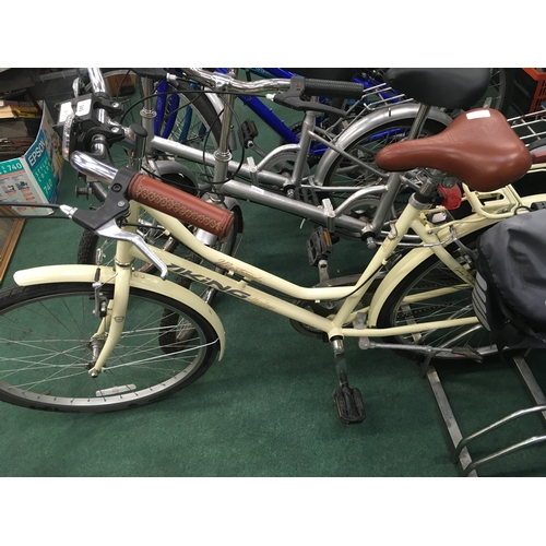 949 - A Viking Heritage Westwood cream bicycle with panniers....