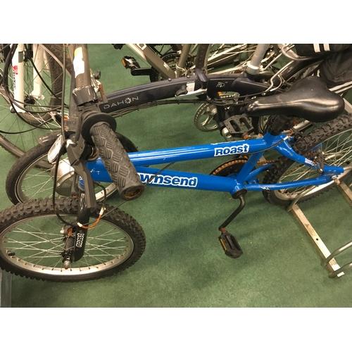 954 - A boy's Townsend Roast blue bike....