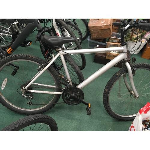 958 - A men's Raleigh mountain bike....