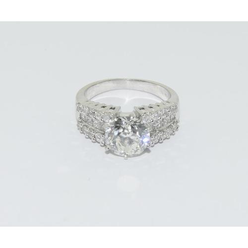 99 - A solitaire Diamond brilliant cut 3.48ct colour G Clarity vvs2 cut excellent with diamond shoulders ...