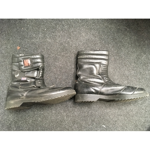 4M - A pair of NR motor cycle boots....