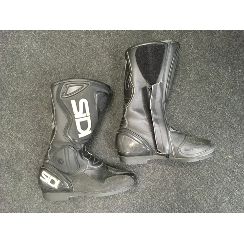 1M - A pair of SIDI motorcycle boots....