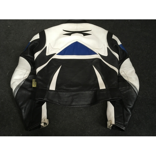 18M - A vintage Spada Black, Blue and White leather motorcycle jacket. Size 52....