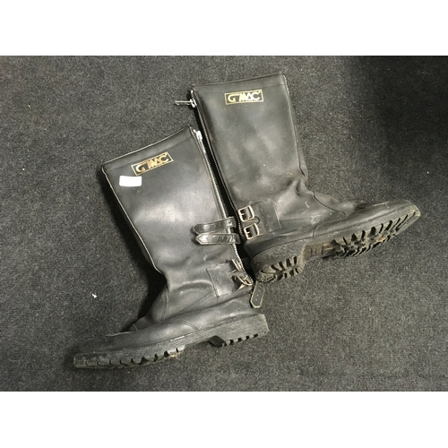 85M - A pair of G-Mac leather motorcycle boots....