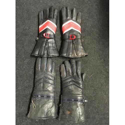 86M - Two pairs of vintage leather motorcycle gloves....