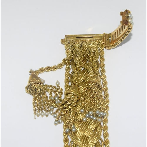 503 - A heavy 100 grams 18ct gold bracelet with pearls....