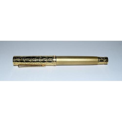 416a - A Versace 18 carat gold fountain pen H/M to match Lot 60 with 18 carat gold nib....