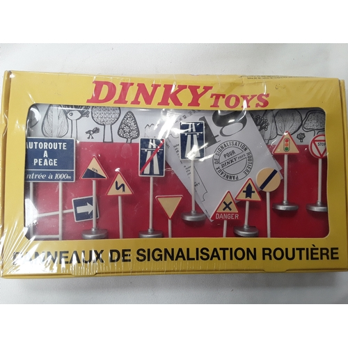 41 - Triang P4-5 Power Controller unit together with another power unit, Dinky Atlas Edition 593 French R...