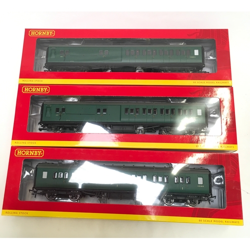34 - HORNBY OO gauge R4458 Somerset and Dorset Maunsell Coach Set 390 Pack comprising Corridor Composite ...