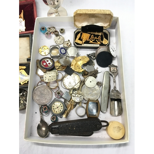 133 - A tray of miscellaneous collectables....