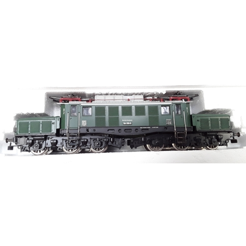 38 - HO Roco 43664 diesel Locomotive- OBB Co-Co twin pantograph articulated Crocodile 1020042. Good box....