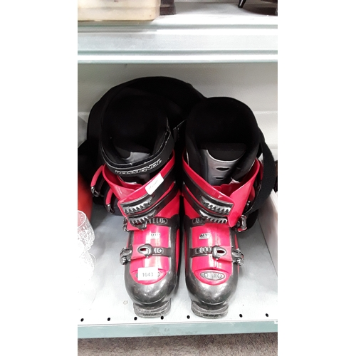 1043 - A pair of Rossignol ski boots....