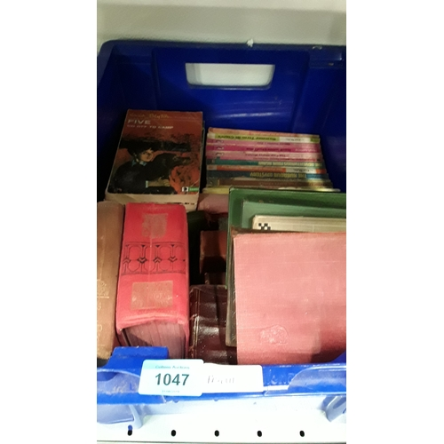 1047 - A box of hardback and other books to include a collection of Puffin books....