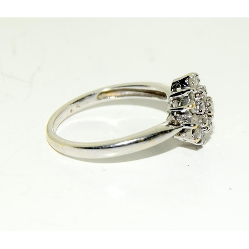2187 - An 18ct gold seven stone diamond cluster ring, Size (ref 149.)...