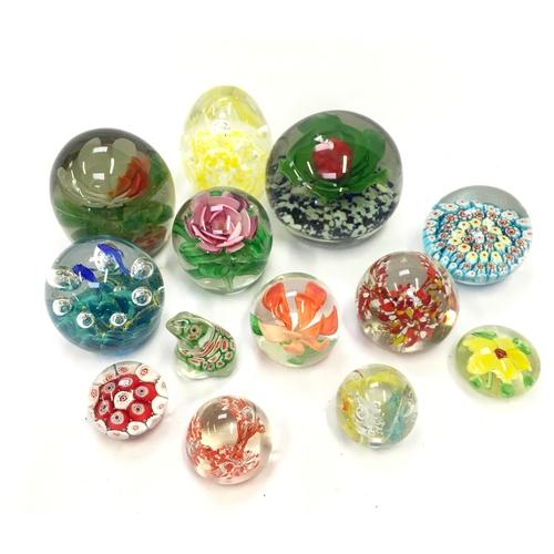 1043 - Thirteen decorative glass paperweights....