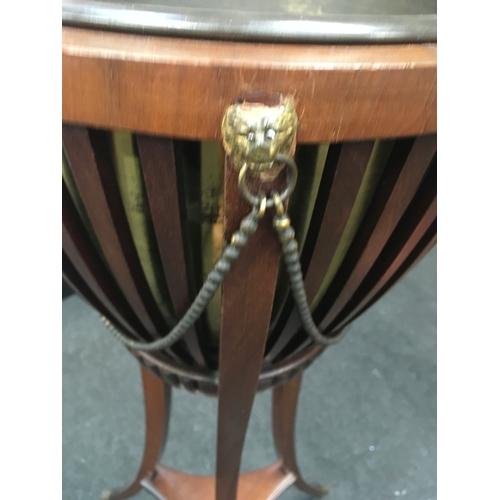 523 - A Victorian mahogany torchere stand (95cm tall)....