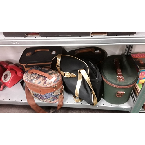 1052 - Five cosmetic bags....