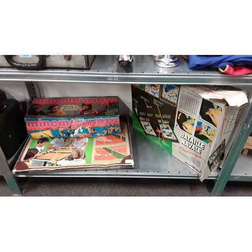 1053 - A quantity of vintage games....
