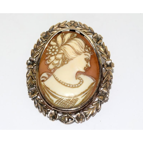 45 - Victorian gold cameo brooch....