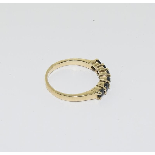 38 - 9ct gold sapphire ring, size M....