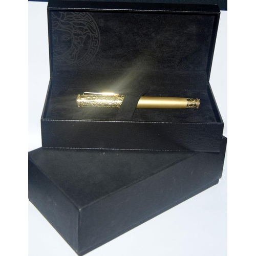 18 - A Versace 18 carat gold fountain pen H/M to match Lot 60 with 18 carat gold nib....