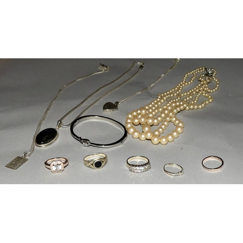 2140 - Collection of jewellery to include silver. Ref 24, 25, 34, 38, 73, 104, 147, 148, 149, 175....