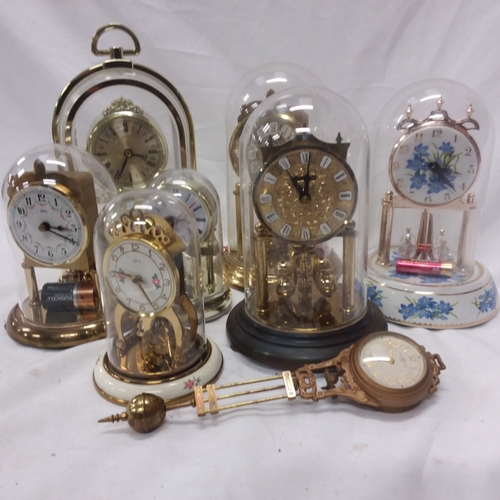 1021 - A collection of modern anniversary clocks....