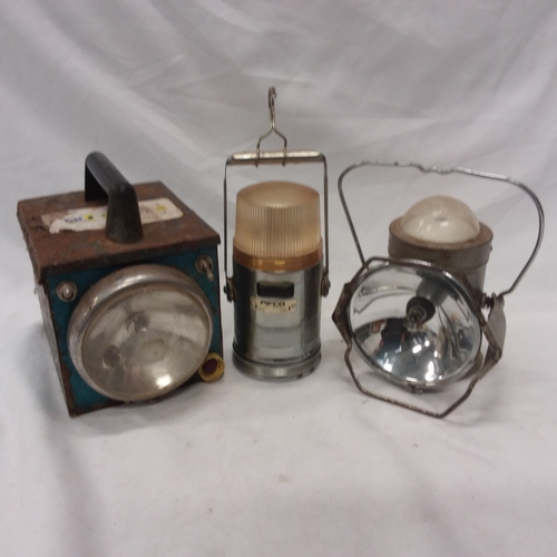 1029 - Three vintage lamps....